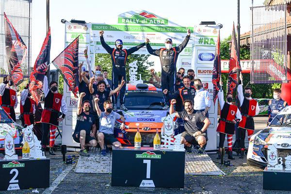 Luca Rossetti e Manuel Fenoli trionfano al Rally d'Alba